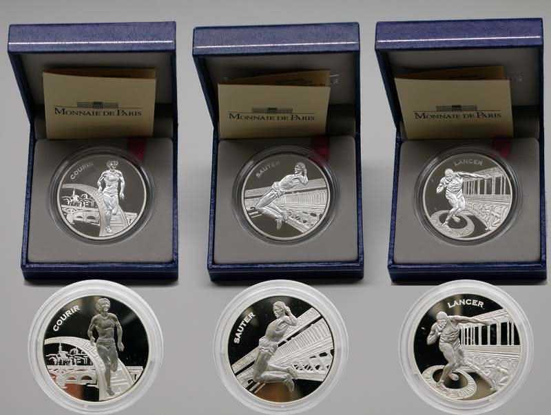 """Lieferumfang:Frankreich : 4,5 Euro 3 x 1,5 Euro - Set . Motive : """"Laufen, Springen, Werfen"""", inkl. Originaletuis und Zertifikaten  2003 PP"""