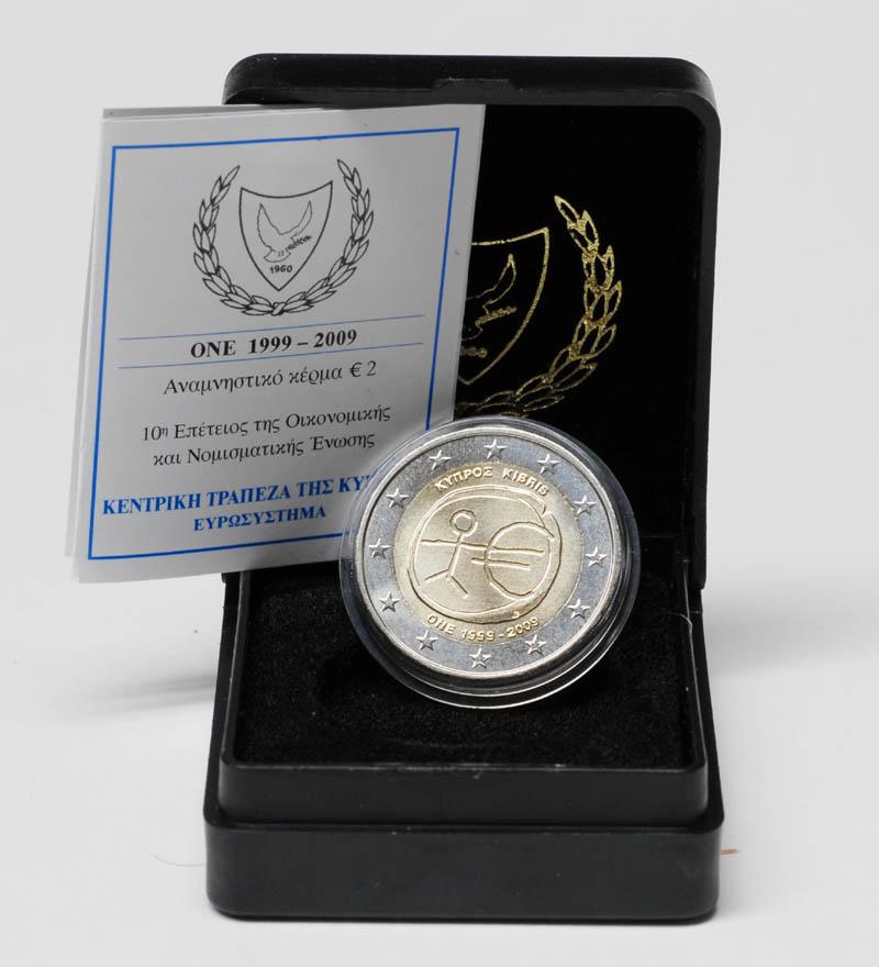 Lieferumfang:Zypern : 2 Euro 10 Jahre Euro inkl. Originaletui und Zertifikat  2009 Stgl. 2 Euro Zypern 2009