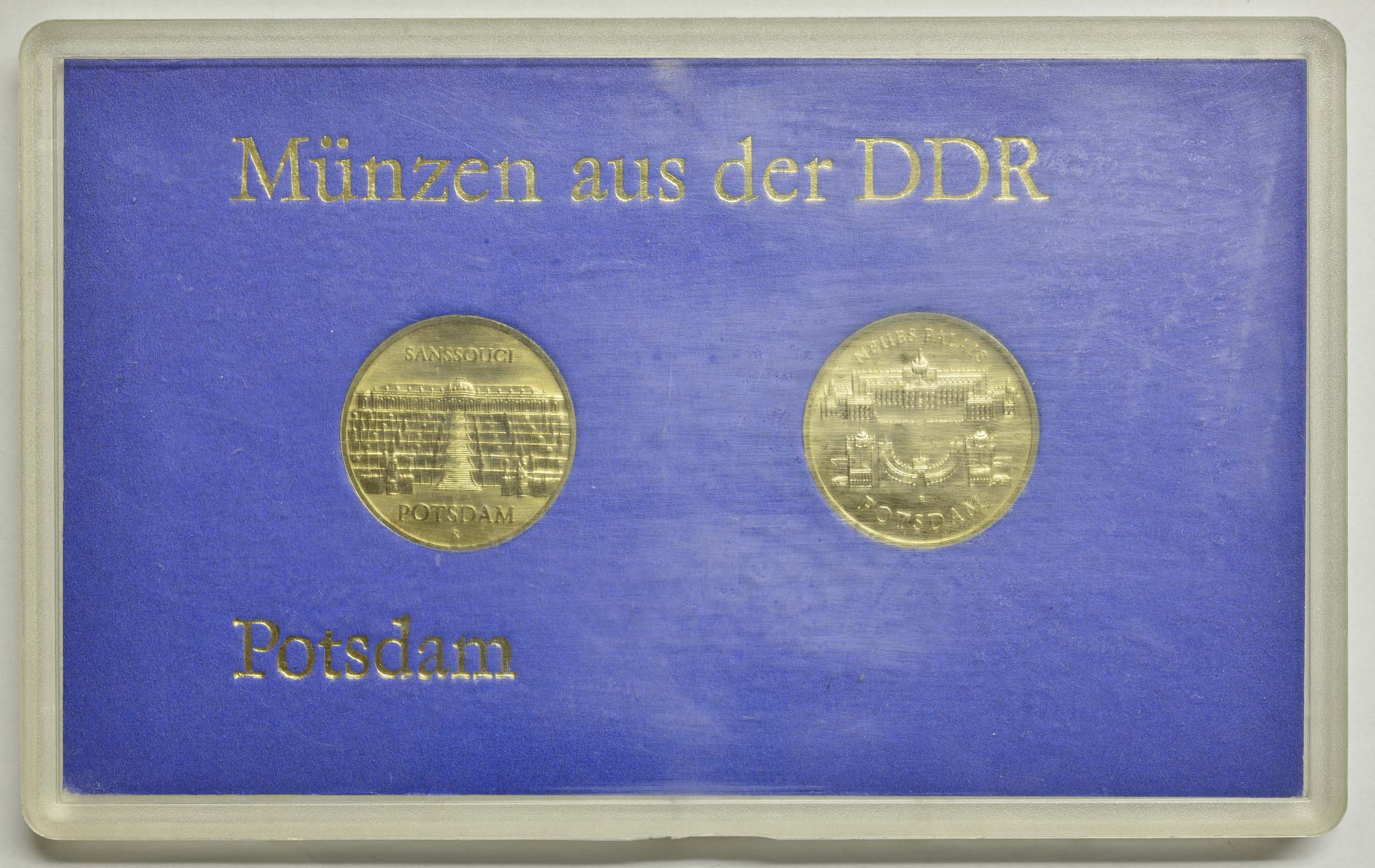 "Lieferumfang:DDR :   ""Münzen aus der DDR - Potsdam"" ( 5 Mark Sanssouci , 5 Mark Neues Palais 1986)  1986 Stgl."