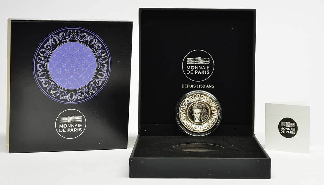 Lieferumfang:Frankreich : 10 Euro De la Cuisine à l'Assiette - mit Keramikeinlage - Münze gebogen  2015 PP