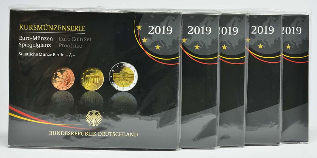 Lieferumfang:Deutschland : 29,4 Euro KMS Deutschland mit zusätzlicher Gedenkmünze komplett A-J  2019 PP