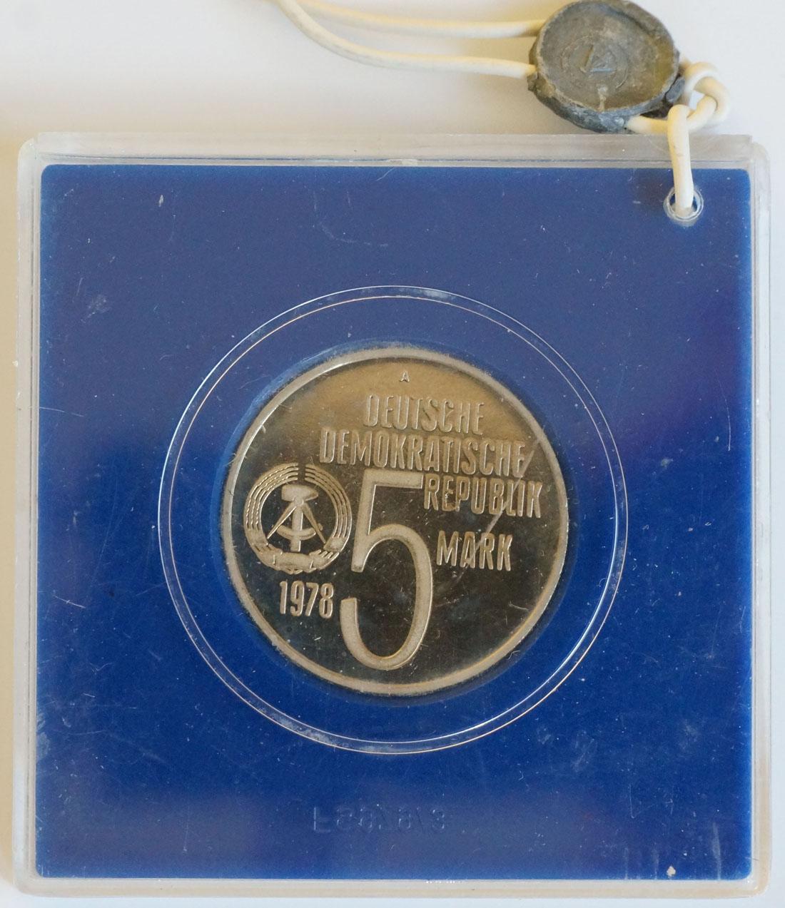 Rückseite:DDR : 5 Mark Antiapartheid  1978 PP