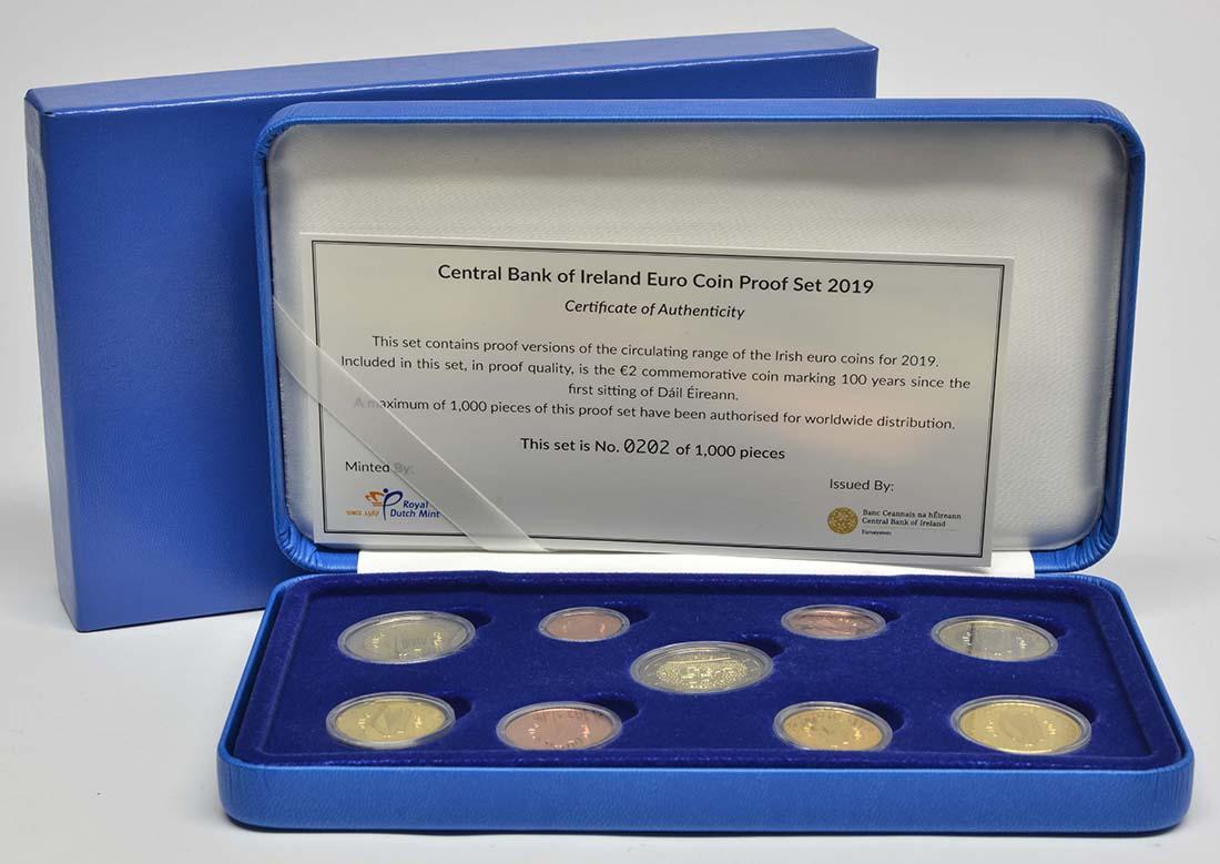 Lieferumfang:Irland : 5,88 Euro KMS Irland inkl. 2 Euro Gedenkmünze Dail Eireann  2019 PP