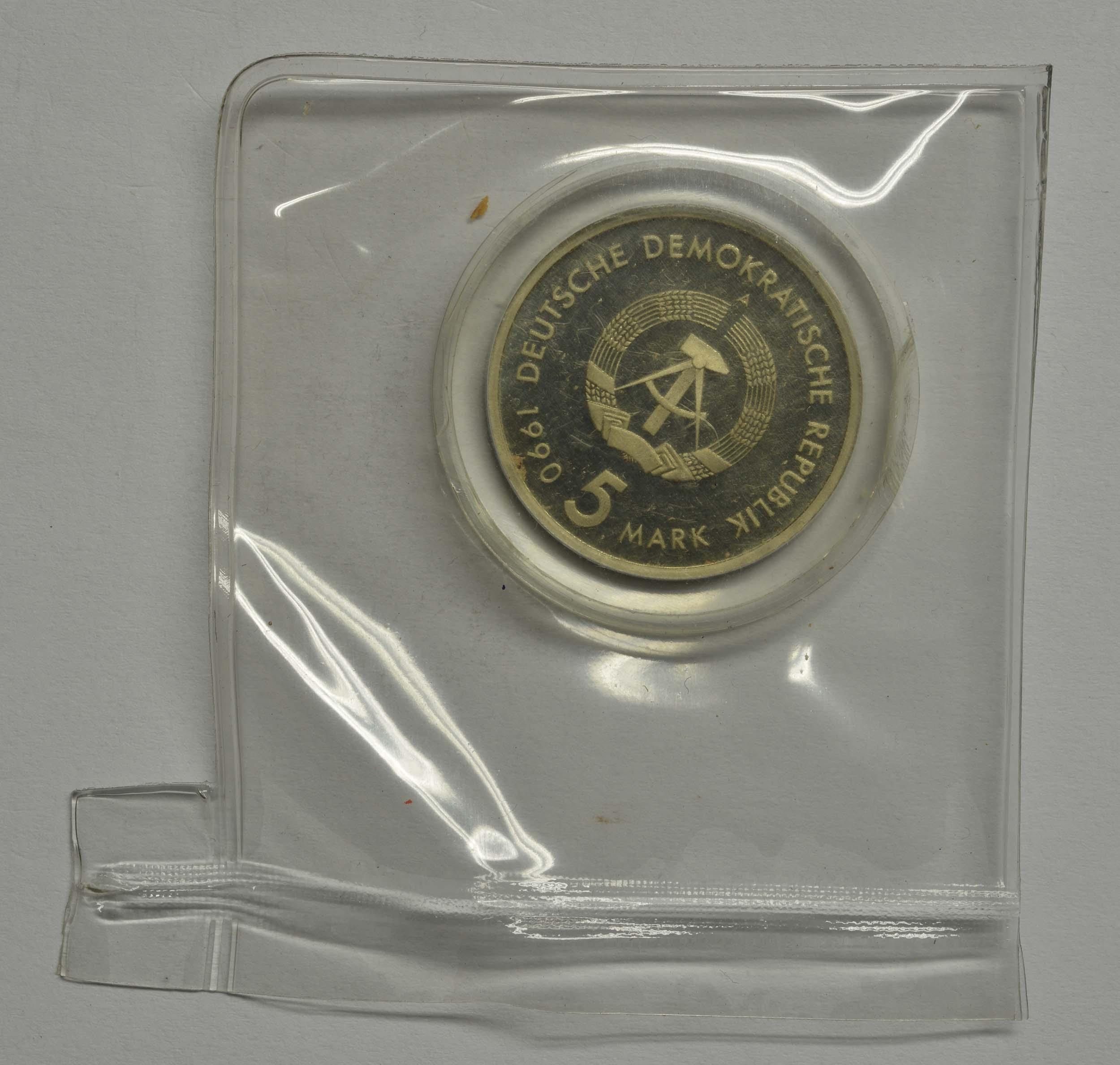 Rückseite:DDR : 5 Mark Postwesen -selten- 1990 PP