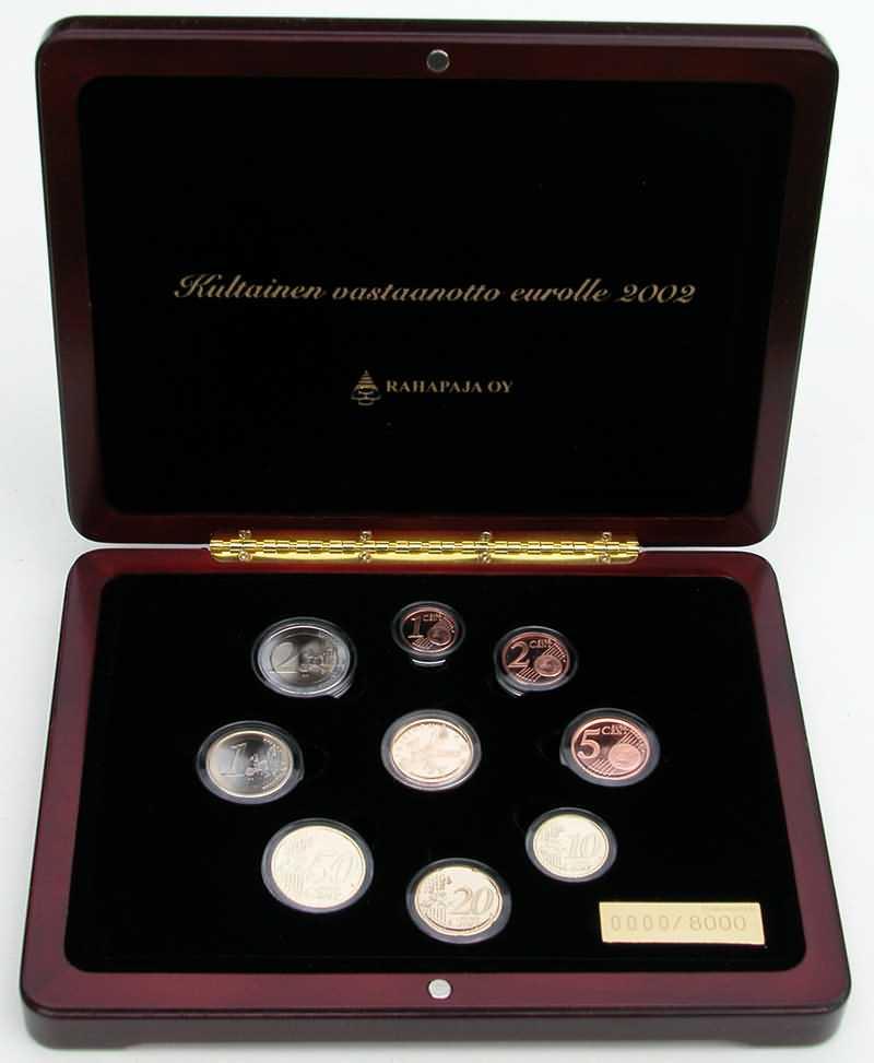 Lieferumfang:Finnland : 3,88 Euro original Kursmünzensatz der finnischen Münze + Goldmedaille (8,6 Gramm 900er Gold) in einer hochwertigen Holz-Kassette mit Magnetverschluß und durchnummeriertem Metallschild - Auflage nur 8000 Stück - inklusive Zertifikat  2002 PP