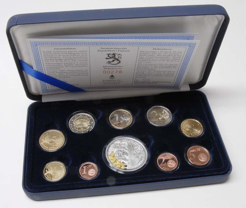 Lieferumfang:Finnland : 5,88 Euro original Kursmünzensatz der finnischen Münze inkl. 2 Euro Gedenkmünze Römische Verträge  2007 PP KMS Finnland 2007 PP