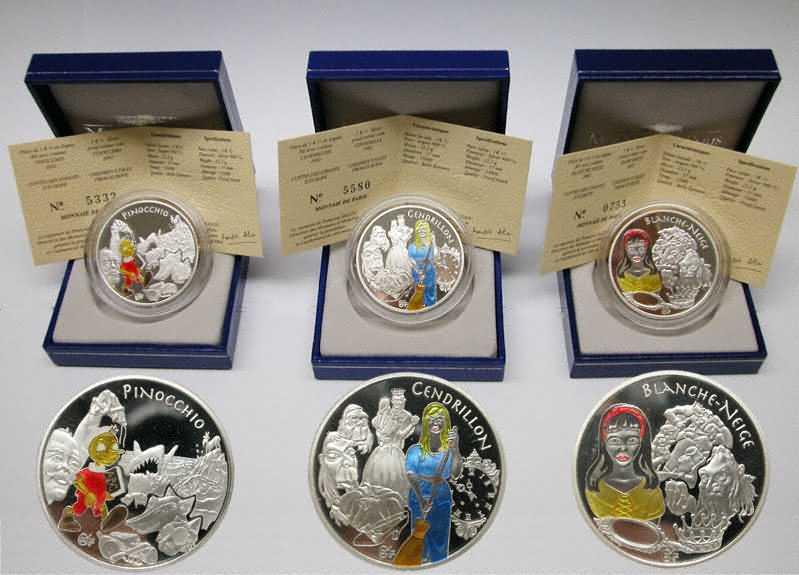 Lieferumfang:Frankreich : 4,5 Euro Set : 3 x 1,5 Euro : Pinocchio, Schneewittchen, Aschenputtel inkl. Zertifikaten und Originaletuis  2002 PP