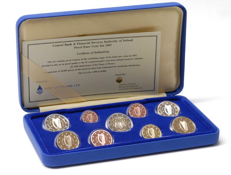 Lieferumfang:Irland : 5,88 Euro original Kursmünzensatz aus Irland mit 2 Euro Gedenkmünze Römische Verträge PP  2007 PP