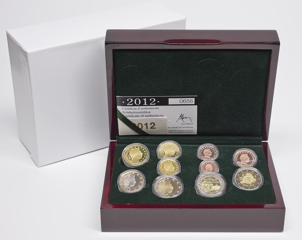 Lieferumfang:Luxemburg : 7,88 Euro KMS Luxemburg inkl. 2 Euro Gedenkmünzen Guillaume und Euro Bargeld  2012 PP