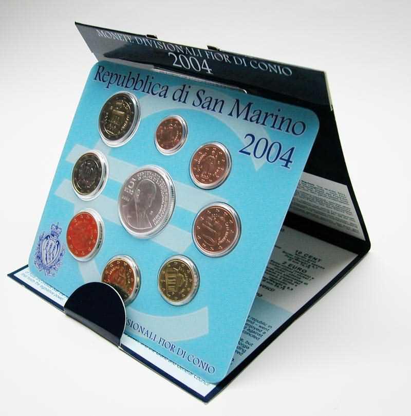 Lieferumfang:San Marino : 8,88 Euro original Kursmünzensatz aus San Marino mit 5 Euro Gedenkmünze  2004 Stgl. KMS San Marino 2004
