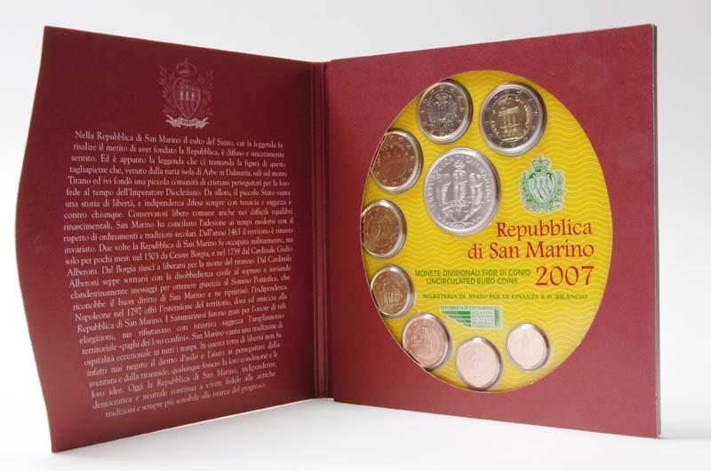 Lieferumfang:San Marino : 8,88 Euro original Kursmünzensatz aus San Marino mit 5 Euro Gedenkmünze  2007 Stgl.