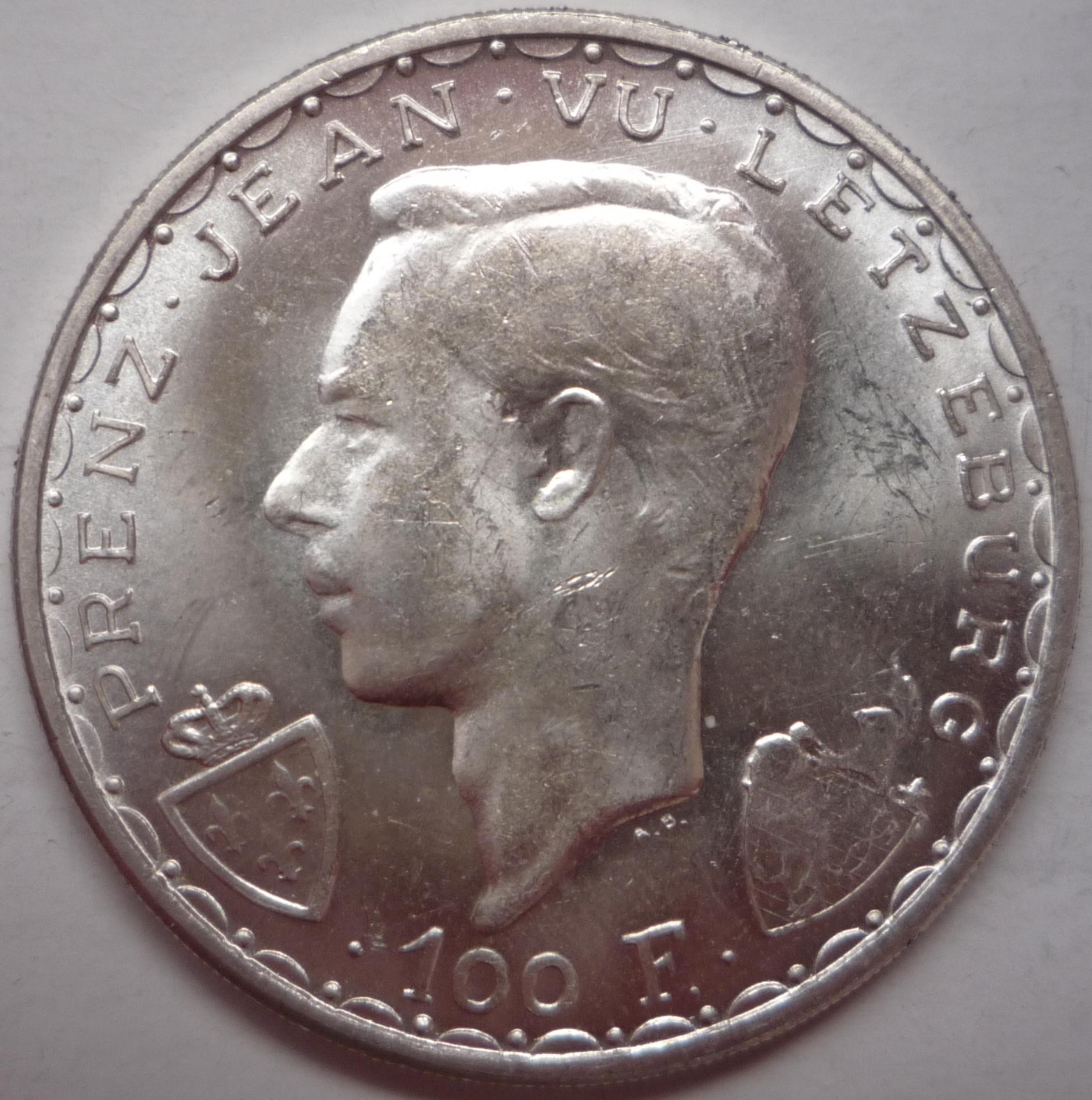 100 F 1946 Av.JPG