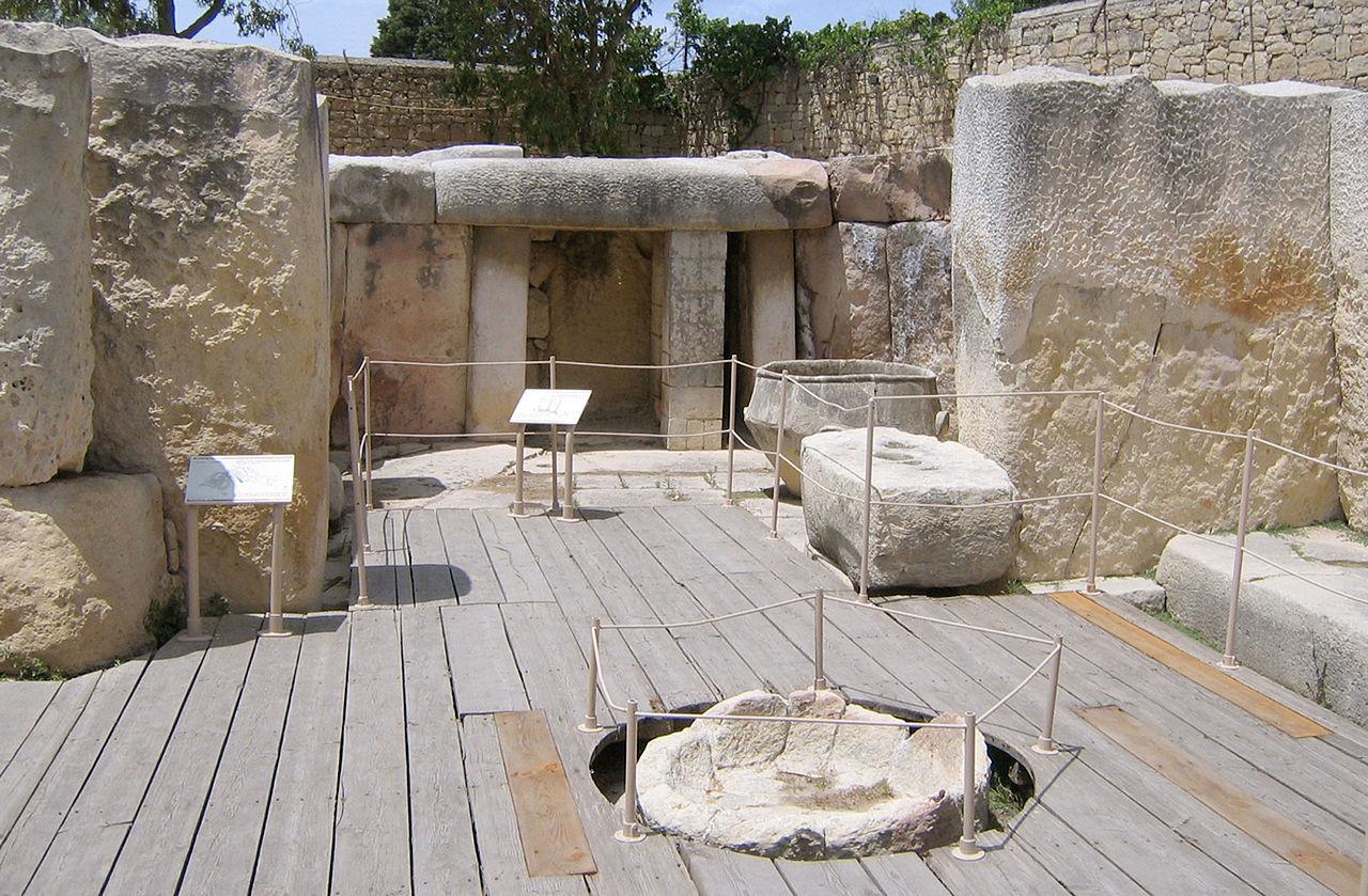 1280px-Tarxien_temple.jpg