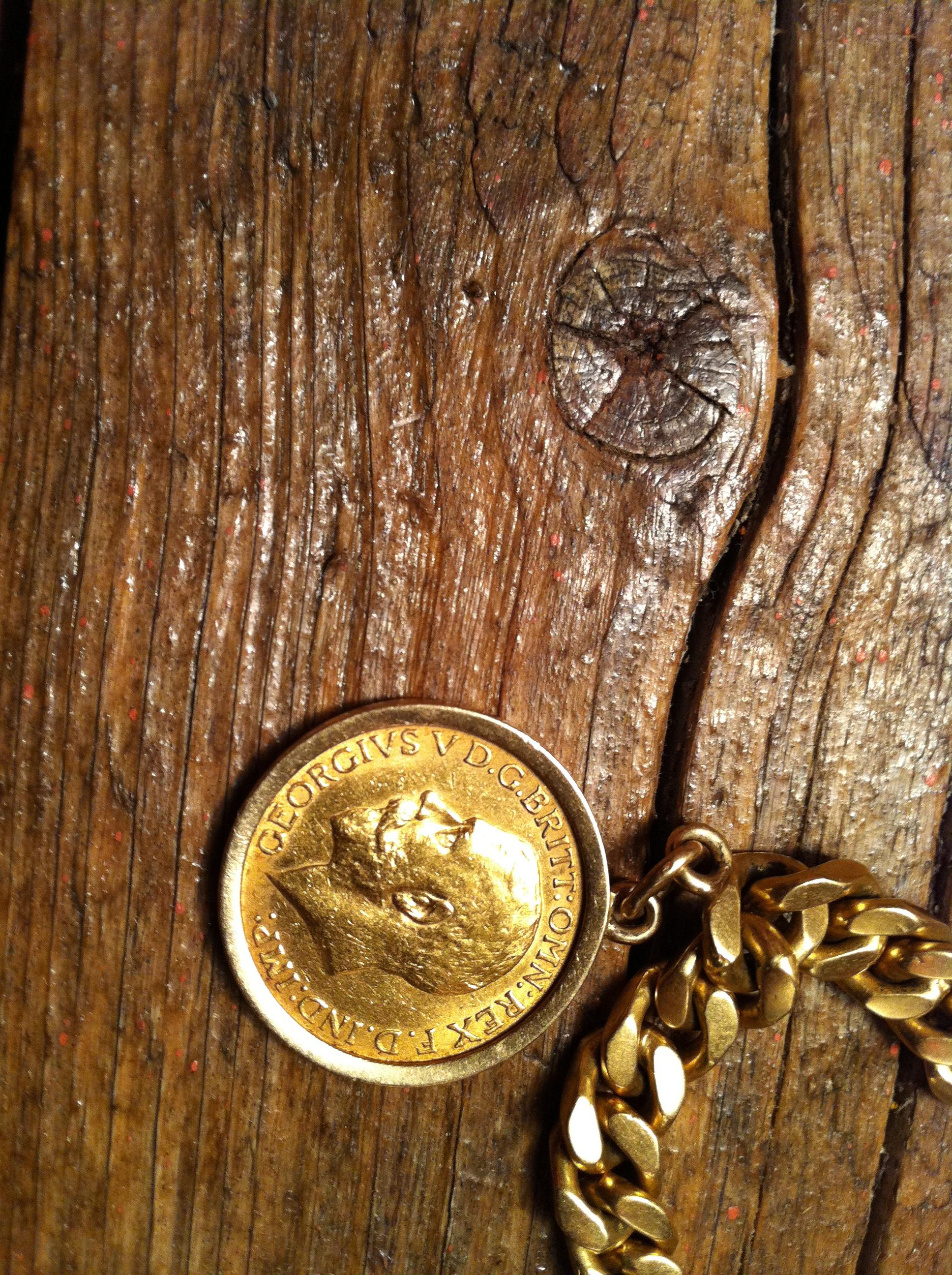 Goldarmband Mit Münzen