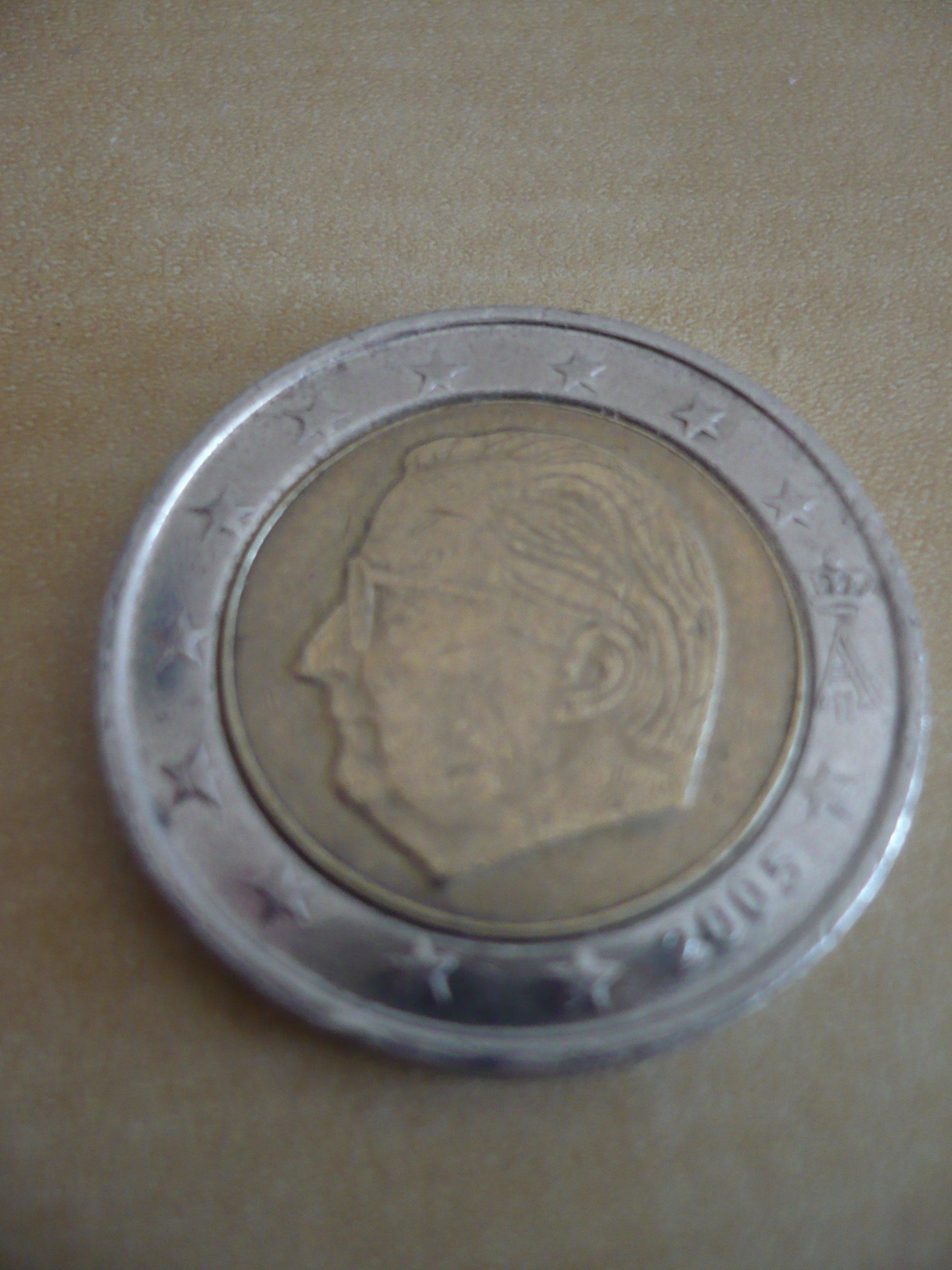 Belgische 2 Euro Münze Fehlprägung Fälschung Normal