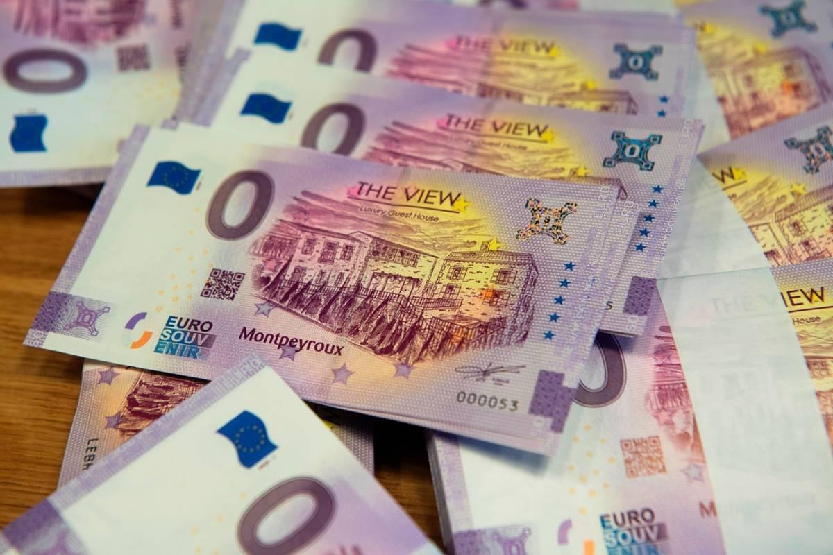 richard-faille-inventeur-billet-souvenir-zero-euro_5120314.jpeg