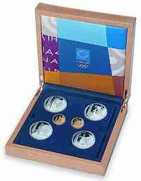 "Griechenland : 240 Euro Sonderset ""Torch-Kollektion "" zur Olympiade 2004 in Athen 4 x 10 Euro (Silber) + 2 x 100 Euro (Gold) in originaler Holzkassette, incl. Zertifikat  2004 PP"
