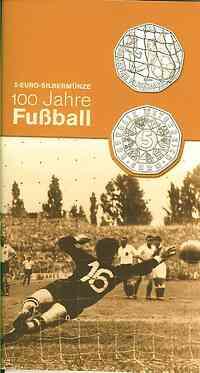Österreich : 5 Euro 100 Jahre Fußball im Originalblister  2004 Stgl.