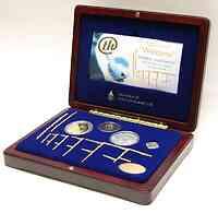 Finnland : 25 Euro Wilkommenssatz zur Leichtathletik WM in Helsinki - enthält 5 Euro Gedenkmünze in Silber + 20 Euro Gedenkmünze in Gold + Medaille + Plakette + Anstecknadel (nur 2005 Exemplare !) in Holzkassette mit Zertifikat  2005 PP
