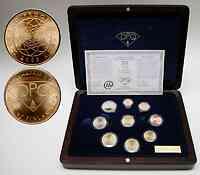 Finnland : 3,88 Euro original Kursmünzensatz der finnischen Münze + Goldmedaille (8,6 Gramm 900er Gold) in einer hochwertigen Holz-Kassette mit Magnetverschluß und durchnummeriertem Metallschild - Auflage nur 5000 Stück - inklusive Zertifikat  2003 PP