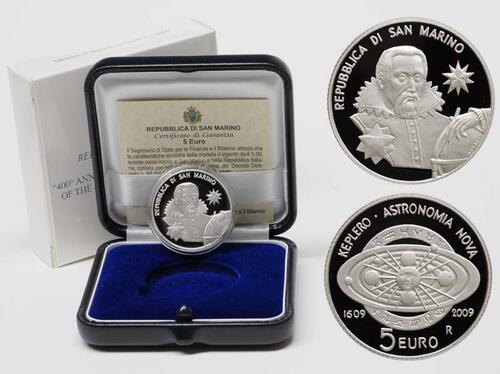 Lieferumfang:San Marino : 5 Euro 400 Jahre Keplersche Gesetze inkl Originaletui und Zertifikat  2009 PP 5 Euro Keplersche Gesetze 2009