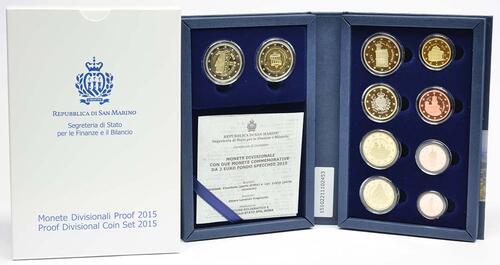 Lieferumfang:San Marino : 7,88 Euro KMS San Marino mit beiden 2 Euro Gedenkmünzen - Dante und Wiedervereinigung  2015 PP