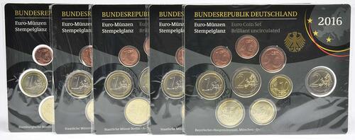 Lieferumfang:Deutschland : 29,4 Euro KMS Deutschland mit zusätzlicher 5 x 2 Euro Gedenkmünze komplett A-J  2016 Stgl.