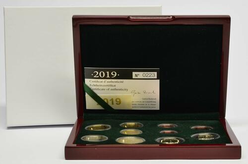 Lieferumfang:Luxemburg : 7,88 Euro KMS Luxemburg inkl. 2x2 Euro Gedenkmünzen  2019 PP