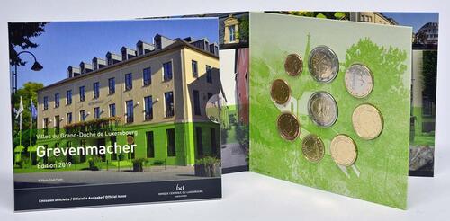 Lieferumfang:Luxemburg : 5,88 Euro KMS Luxemburg Stadt Grevenmacher inkl. 2 Euro Gedenkmünze Münzzeichen Brücke  2019 Stgl.