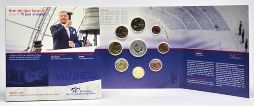 Lieferumfang:Niederlande : 3,88 Euro KMS Königsfamilie 75 J. Frieden +Medaille  2020 Stgl.