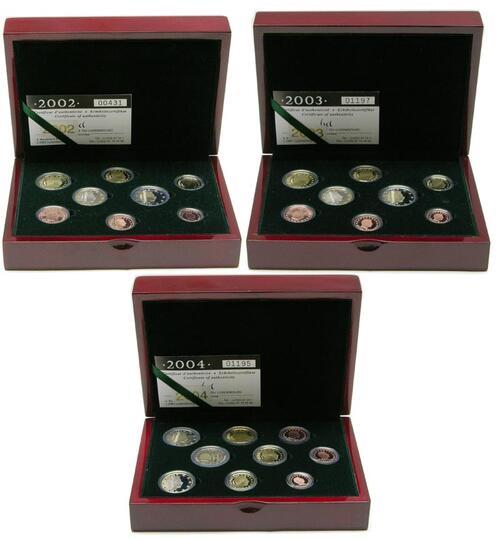 Lieferumfang:Luxemburg : 13,64 Euro Set aus drei original Kursmünzensätzen aus Luxemburg der Jahre 2002, 2003 und 2004 in Originalkassette, der Jahrgang 2004 enthält zusätzlich die 2 Euro Gedenkmünze, Auflage 1500 Ex.  2004 PP KMS Luxemburg 2002 2003 2004 PP