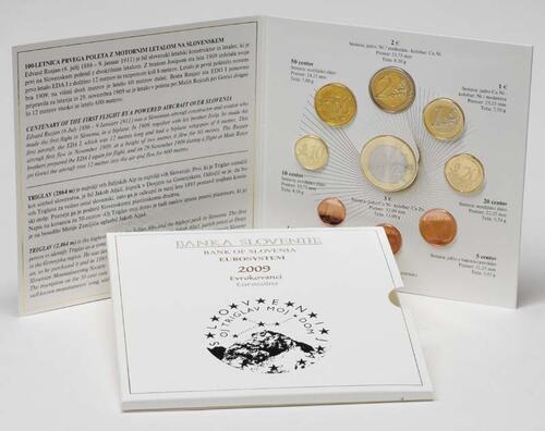 Lieferumfang:Slowenien : 6,88 Euro original Kursmünzensatz der slowenischen Münze mit Gedenkmünze 3 Euro 100 Jahre erster motorisierter Flug über Slowenien  2009 Stgl. KMS Slowenien 2009