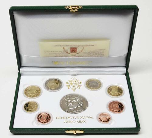 Lieferumfang:Vatikan : 3,88 Euro original Kursmünzensatz aus dem Vatikan mit Silbermedaille  2010 PP KMS Vatikan 2010 PP mit Silbermedaille