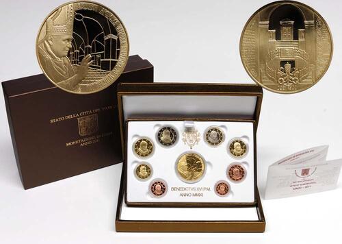 Lieferumfang:Vatikan : 3,88 Euro original Kursmünzensatz aus dem Vatikan mit Goldmedaille  2011 PP
